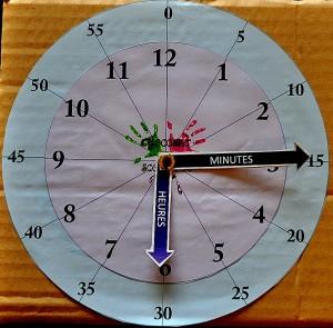 Horloge en carton