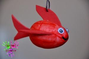 Petit poisson rouge de côté