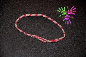 Bracelet d'amitié rouge rose et blanc